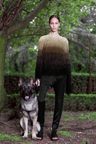 givenchy-desfile-coleccion-alta-costura-oi-2012-13-jersey-en-tonos-marrones-efecto-degrade