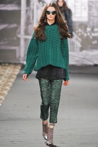 just-cavalli-otonoinvierno-2012-2013-pantalones-verdes-con-jersey-de-punto