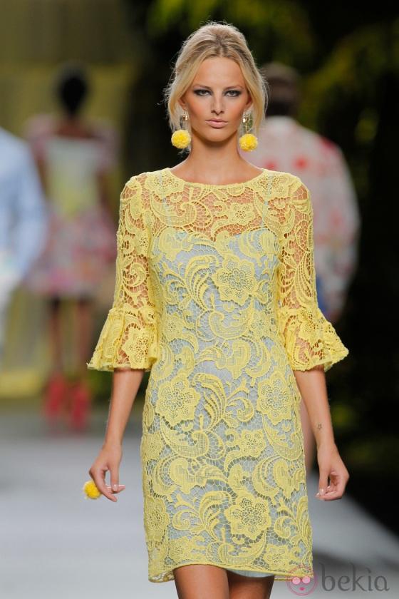 27331_vestido-encaje-amarillo-francis-montesinos-coleccion-primavera-verano-2013
