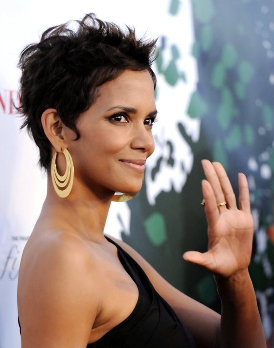 halle-berry-(short-biography (2)