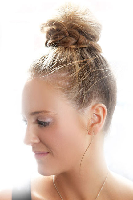 01-elle-how-to-top-knot-1-lgn